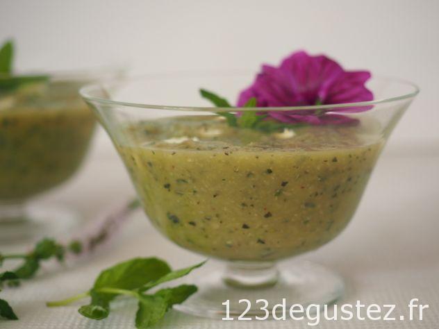 soupe légère de courgettes à la menthe