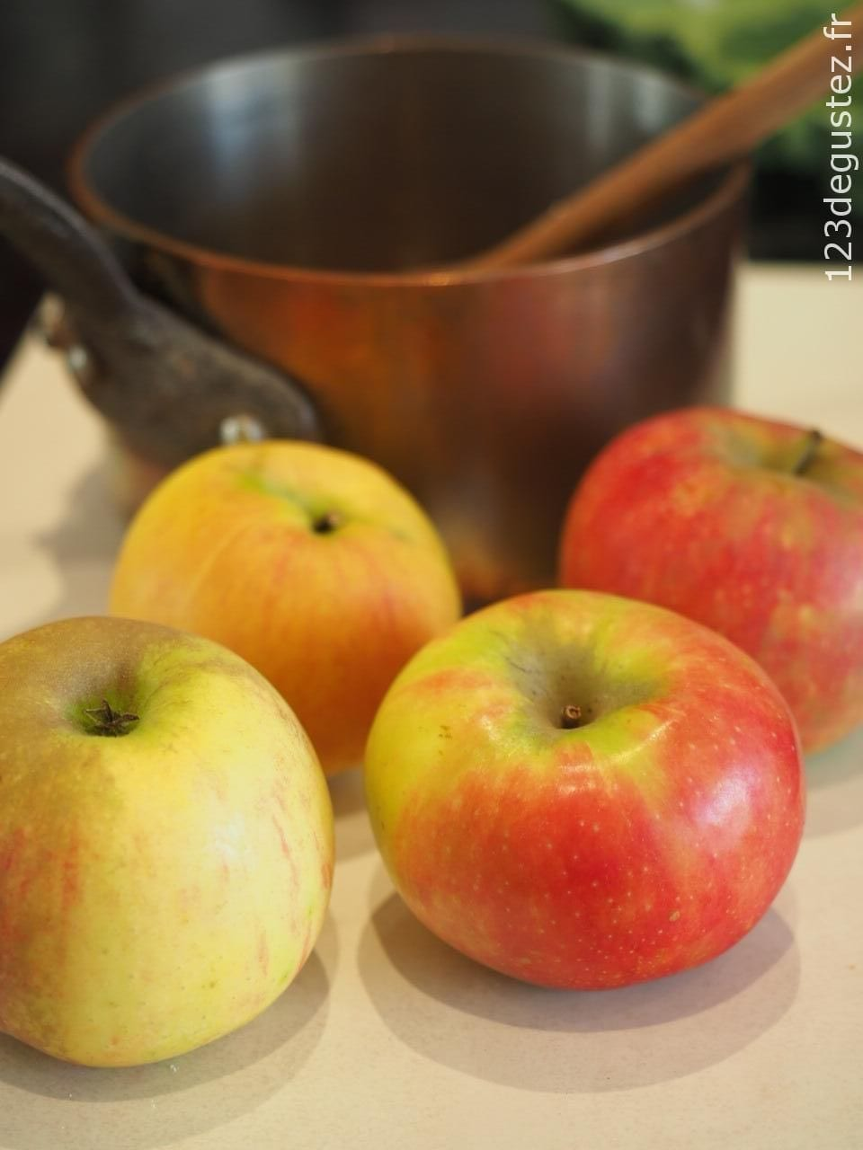 gateau aux pommes caramélisées