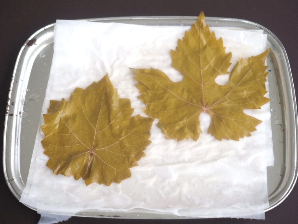 féta en papillote de feuilles de vigne