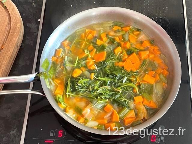 soupe de fanes de radis et patate douce